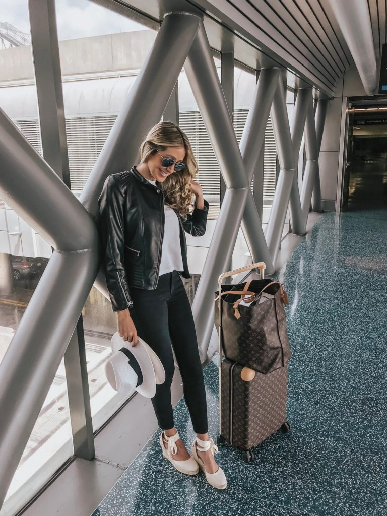 Travel outfit ideas that are cute and stylish